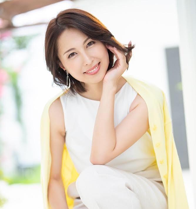 スポーツウエアの似合うえっちな美肌熟女 佐田茉莉子